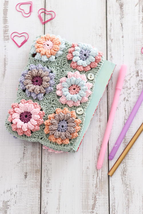 Flower Clutch Bag Free Crochet Pattern (English)-flower-clutch-bag-free-crochet-pattern-jpg