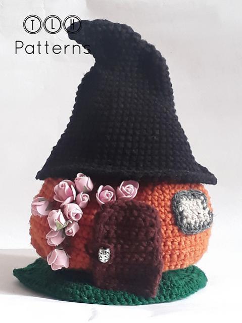 Pumpkin House wirh Witch Hat Roof-pumpkin-jpg