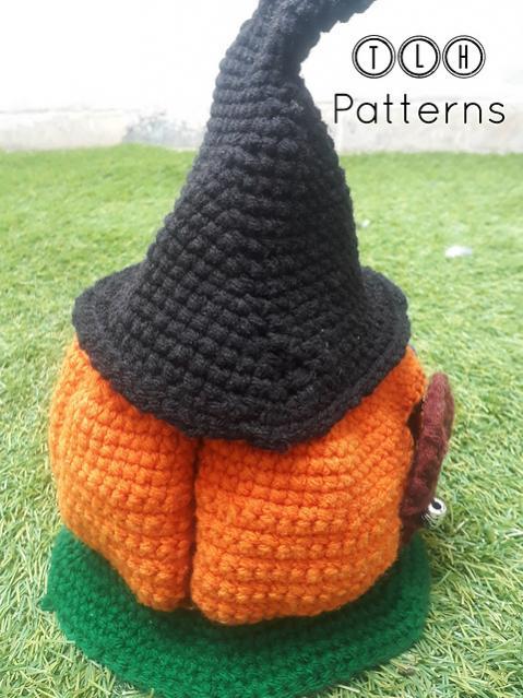 Pumpkin House wirh Witch Hat Roof-pumpkin2-jpg