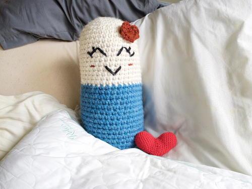 Happy Pill-O Free Crochet Pattern (English)-happy-pill-free-crochet-pattern-jpg