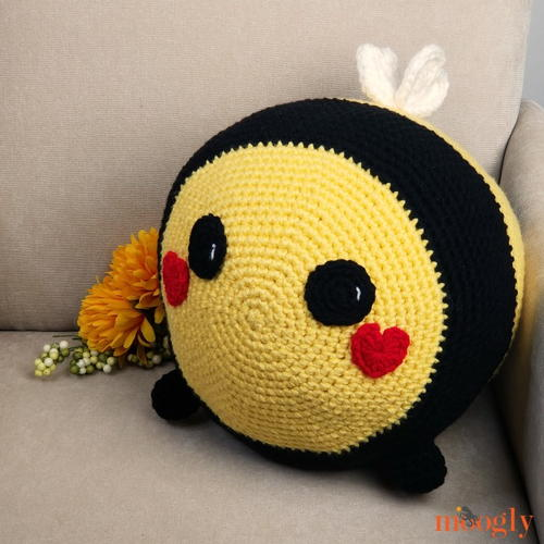 Benevolent Bumble Bee Free Crochet Pattern (English)-benevolent-bumble-bee-free-crochet-pattern-jpg