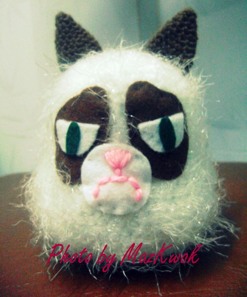 "Grumpy cat and "" Mochi"" cupcake pincushion-1-dsc04588-jpg"